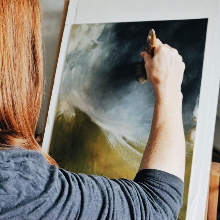 Sian Vernon artist in her studio